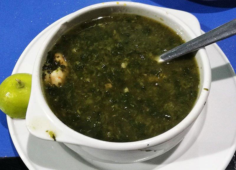 Molokhiya jest tradional egipska zupa warto spróbować.