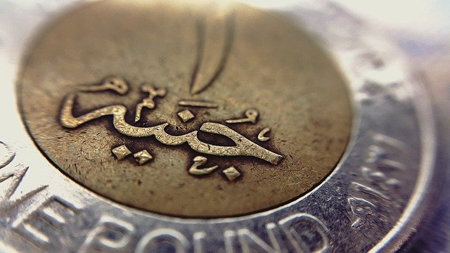 The currency in Egypt is an Egyptian pound. One pound is silver and reminds of 2 monety euro.