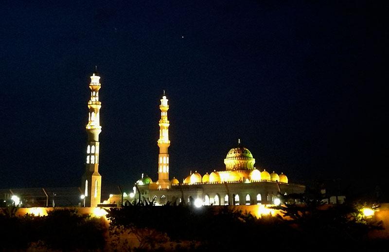 El Mina mosque is located close to Hurghada Marina.
